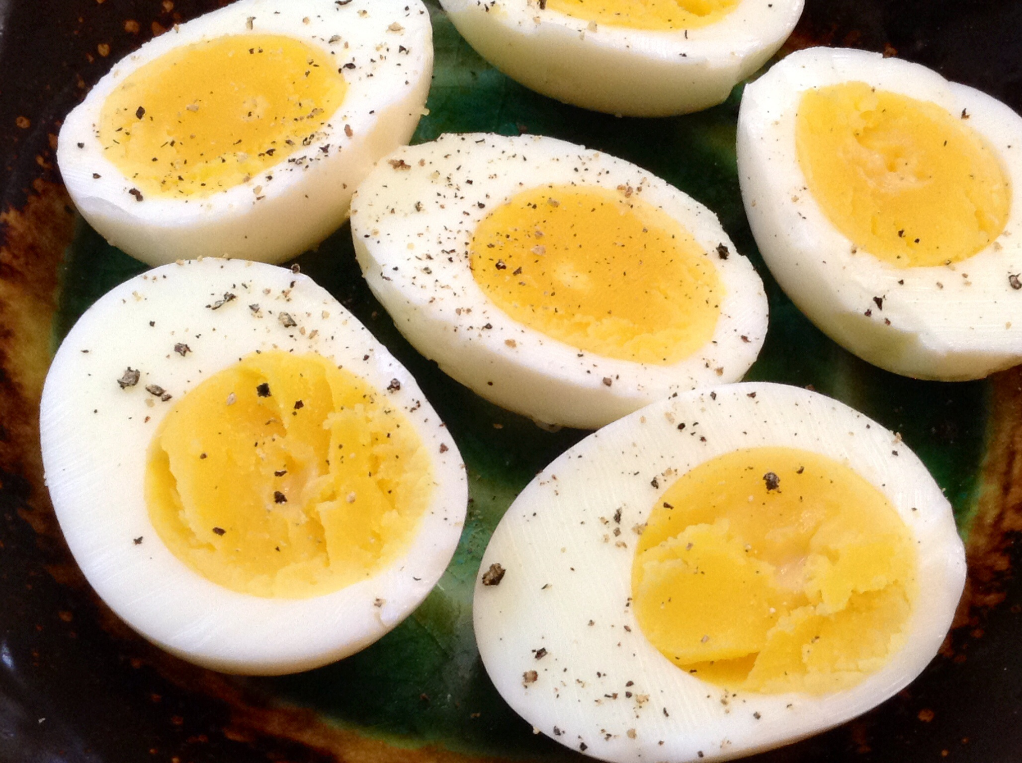 how to open a boiled egg