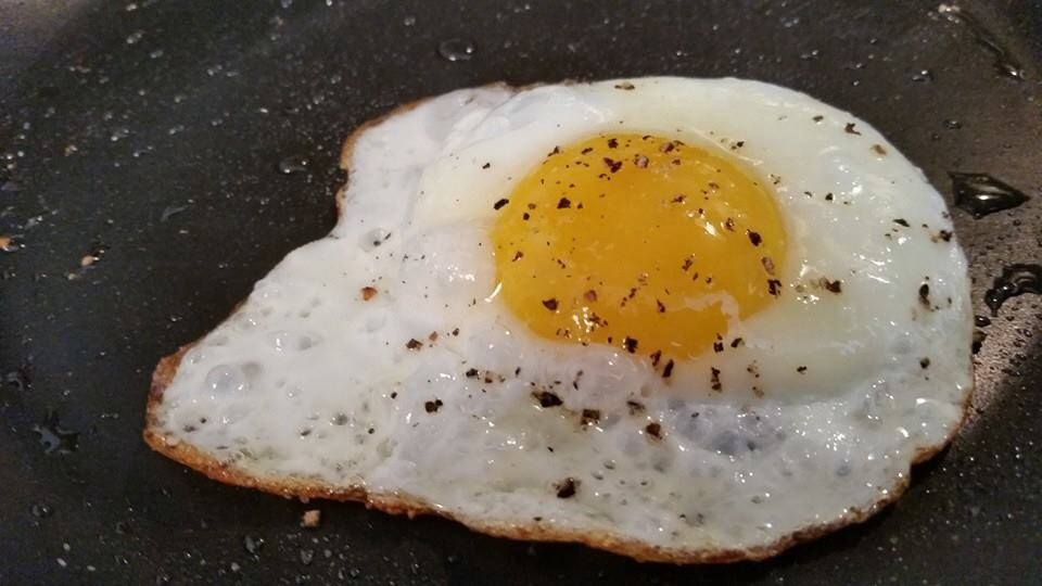 how to make fried eggs with runny yolk